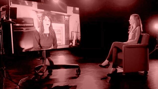 Mireille Langlois s'entretient avec Olga qui fait face à elle, dans un écran.