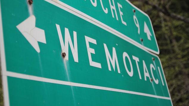 Pancarte du ministère des Transports qui indique Wemotaci