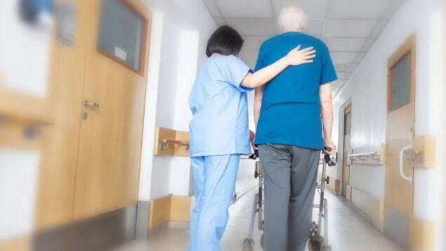 Vaccination obligatoire : le Manitoba se prépare à une pénurie de personnel soignant
