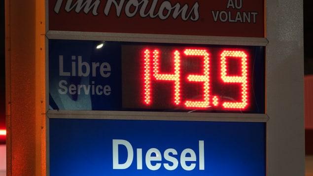 Le prix du litre d'essence atteint 143,9 cents, le 13 avril 2018 au matin.