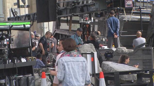 Un plateau de production cinématographique très actif.