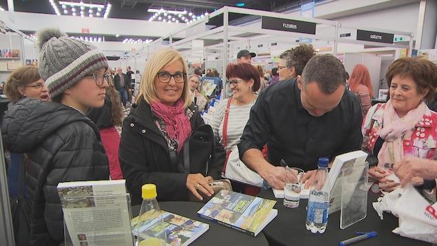Les auteurs ont été occupés lors du Salon du livre de Trois-Rivières