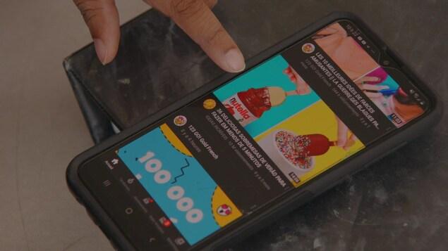 Un pot de Nutella sur l'écran d'un téléphone intelligent.