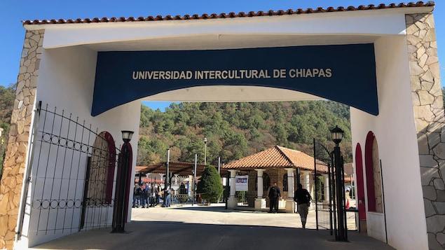 L'entrée de l'université.