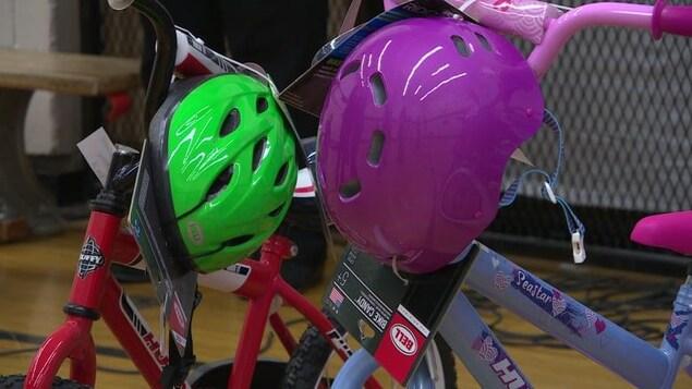 Deux vélos avec deux casques