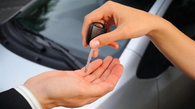 Remise de clés lors de la vente d'une voiture