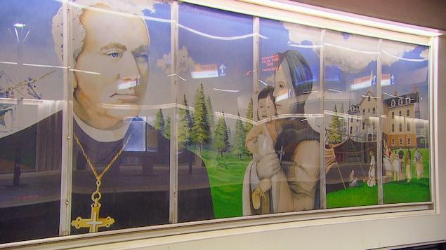 Murale montrant Mgr Grandin en compagnie d'une soeur grise tenant un enfant autochtone.