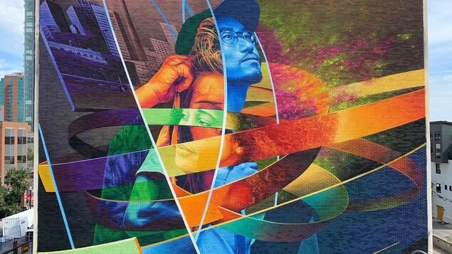 une peinture murale géante colorée