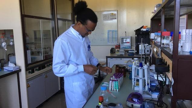 Filkrey dans un laboratoire