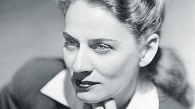 Photo de Gabrielle Roy par Annette et Basil Zarov, 1945.