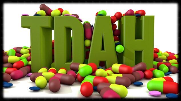 TDAH écrit en logo avec des pilules.