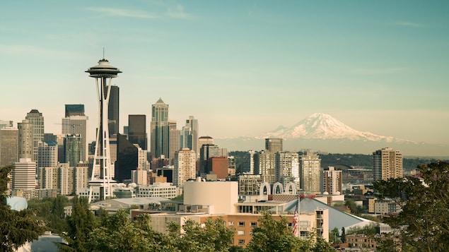 Point de vue sur Seattle avec le mont Rainier en arrière-plan