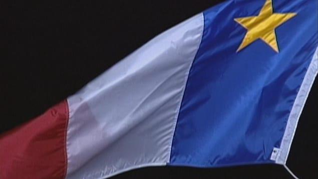 Le drapeau acadien flotte sur la Citadelle d'Halifax.
