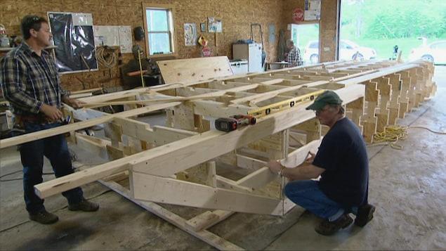 Des résidents du Maine construisent un traversier lors du CMA 2014.
