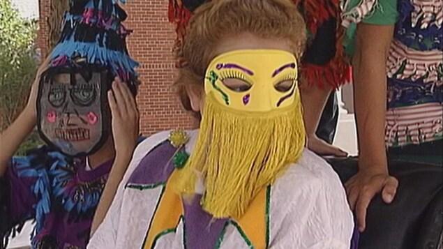 Des enfants font le courir de mardi gras en Louisiane lors du CMA de 1999.