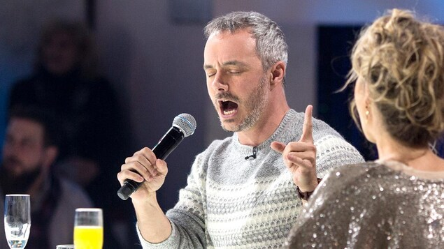 Vincent Bolduc chante aux Enfants de la télé