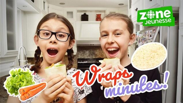 Alys et Mélia sourient dans la cuisine devant des wraps