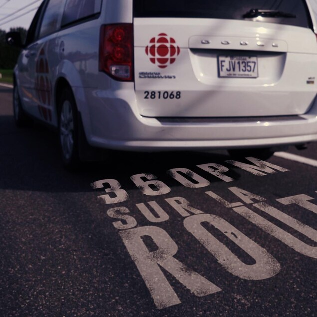 Un camion de Radio-Canada Mauricie-Centre-du-Québec sur la route