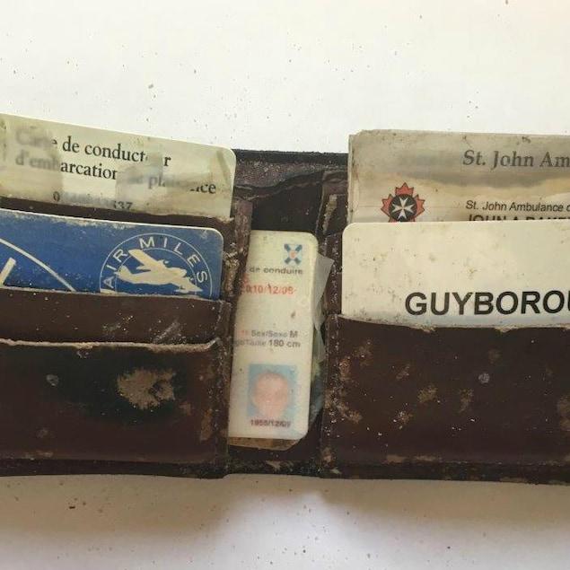 Le portefeuille de John Baker, pratiquement intact après quatre ans au fond de l'eau.