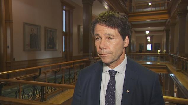 Le ministre de la Santé de l'Ontario, Eric Hoskins
