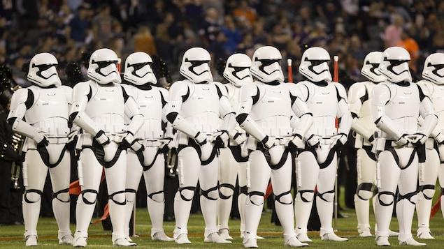 Des Stormtroopers ont envahis le terrain durant la mi-temps de la partie