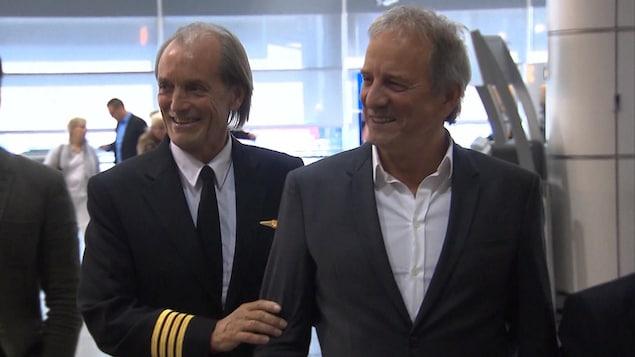 Robert Piché en compagnie de l'acteur Michel Côté, qui a interprété le célèbre pilote dans le film québécois «Piché, entre ciel et terre.»