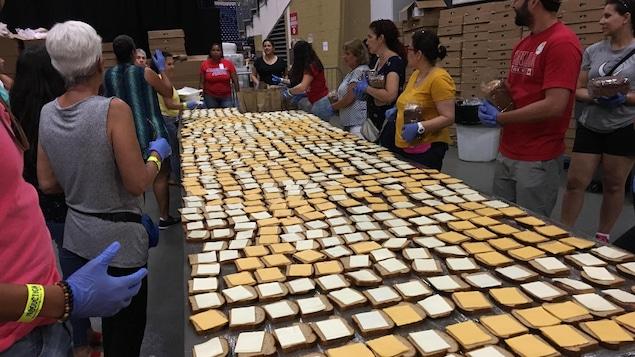 Des centaines de sandwichs