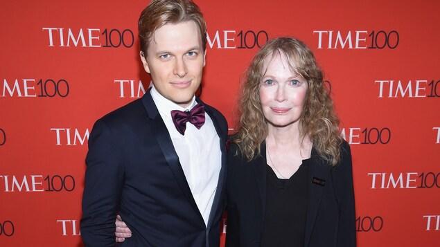 Sur le tapis rouge le 25 avril 2017 à New York
