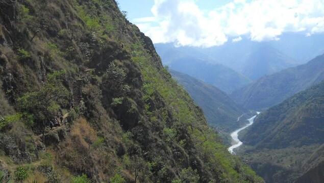Sentier menant au Machu Picchu, au Pérou.