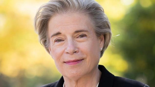Monique C. Cormier sourit.