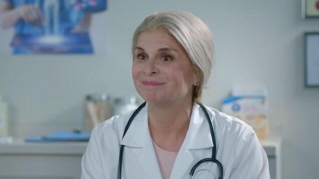 Guylaine Tremblay déguisée en médecin.