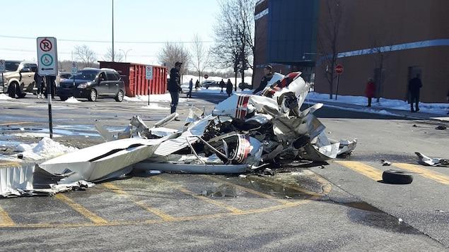 L'un des deux appareils s'est écrasé dans le stationnement du centre commercial les Promenades Saint-Bruno.
