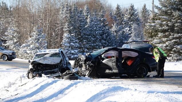 Deux voitures accidentées sur la route 108 en Estrie.