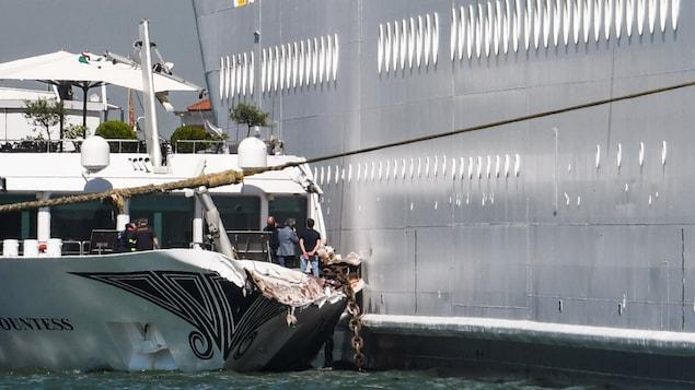 Le bateau de tourisme River Countess a été endommagé à la suite d'un contact avec le paquebot de croisière MSC Opera, qui a perdu le contrôle alors qu'il venait accoster à Venise, en Italie.