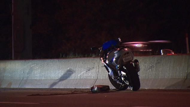 Un conducteur a perdu la maîtrise de sa moto.