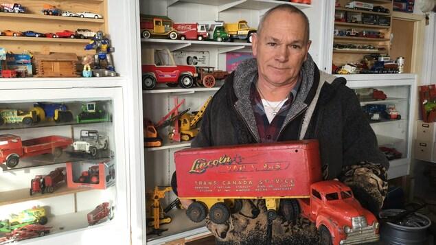 Adrien Collin collectionne des jouets, qu'ils soient anciens ou plus récents.