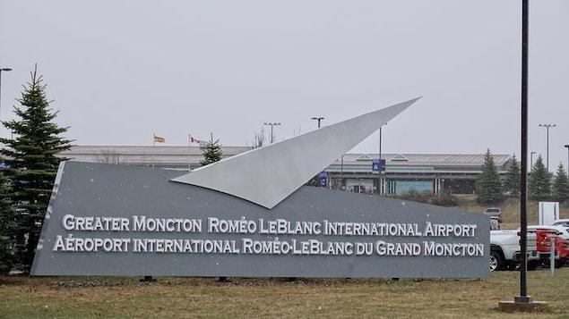 Logo de l'Aéroport international Roméo-Leblanc du Grand Moncton.