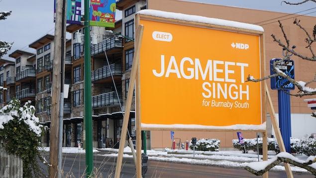 Une affiche électorale de Jagmeet Singh dans la circonscription de Burnaby-Sud.