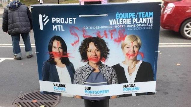 Une affiche de Sue Montgomery, candidate à la mairie de Côte-des-Neiges-Notre-Dame-de-Grâce, porte l'inscription «sluts», ce qui veut dire «traînées».