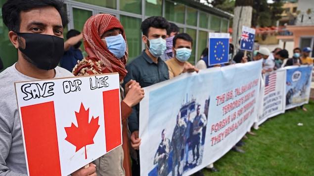 曾為美國和北約工作過的阿富汗口譯員舉行示威。