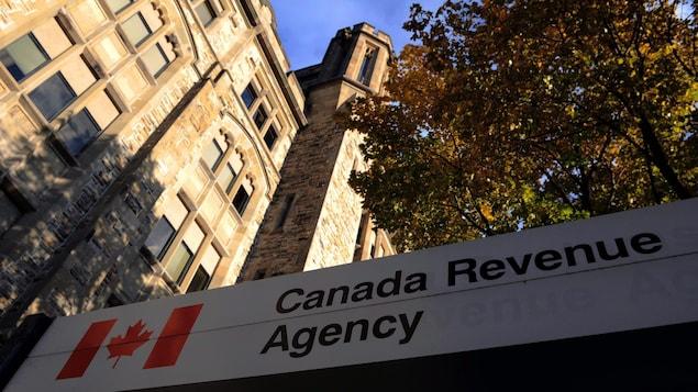 L'édifice principal des quartiers généraux de l'agence du revenu du Canada à Ottawa