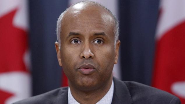 Le ministre de l'Immigration du Canada, Ahmed D. Hussen, lors d'un point de presse à Ottawa