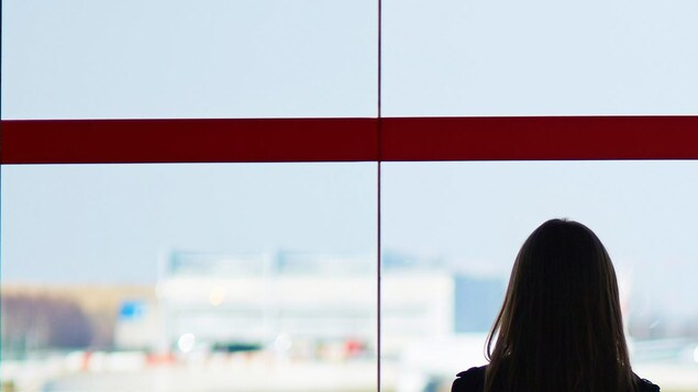 Un Boeing 737 Max 8 d'Air Canada stationné à l'aéroport.