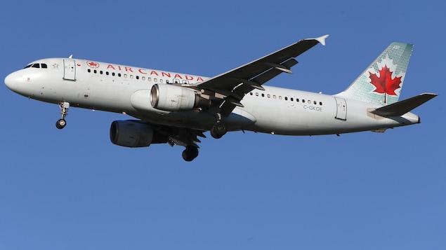 Un Airbus A320-200 de la compagnie Air Canada en vol.