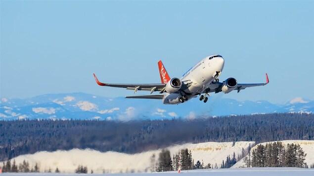 Un avion d'Air North au décollage.