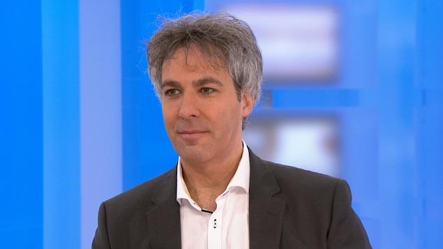 Alain Roy est professeur titulaire à la Faculté de droit de l'Université de Montréal