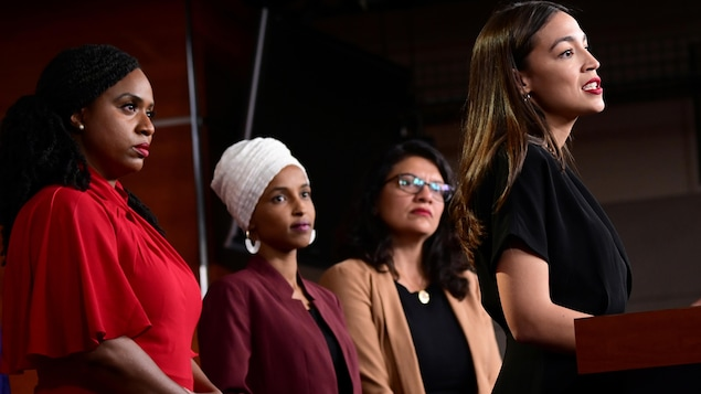 Les quatre femmes en conférence de presse.
