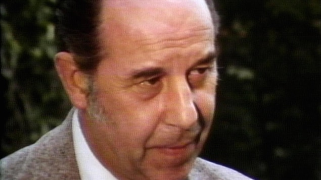 L'oblat est en entrevue a Radio-Canada dans les années 1980.