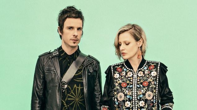 David Bussières et Justine Laberge prennent la pose lors d'une séance de photos pour la sortie de leur dernier album, L'amour et le chaos.