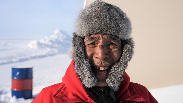 Allan Elatiak sourit à la caméra